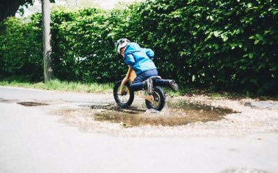 6 motive de ce copilul tău ar trebui să aibă o bicicletă fără pedale.