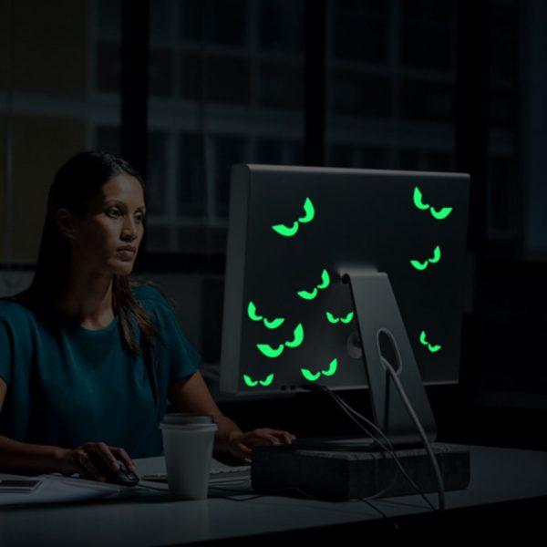 Sticker fosforescent glow in the dark Spooky Eyes autocolant decorativ de lipit pe spatele monitoruluia